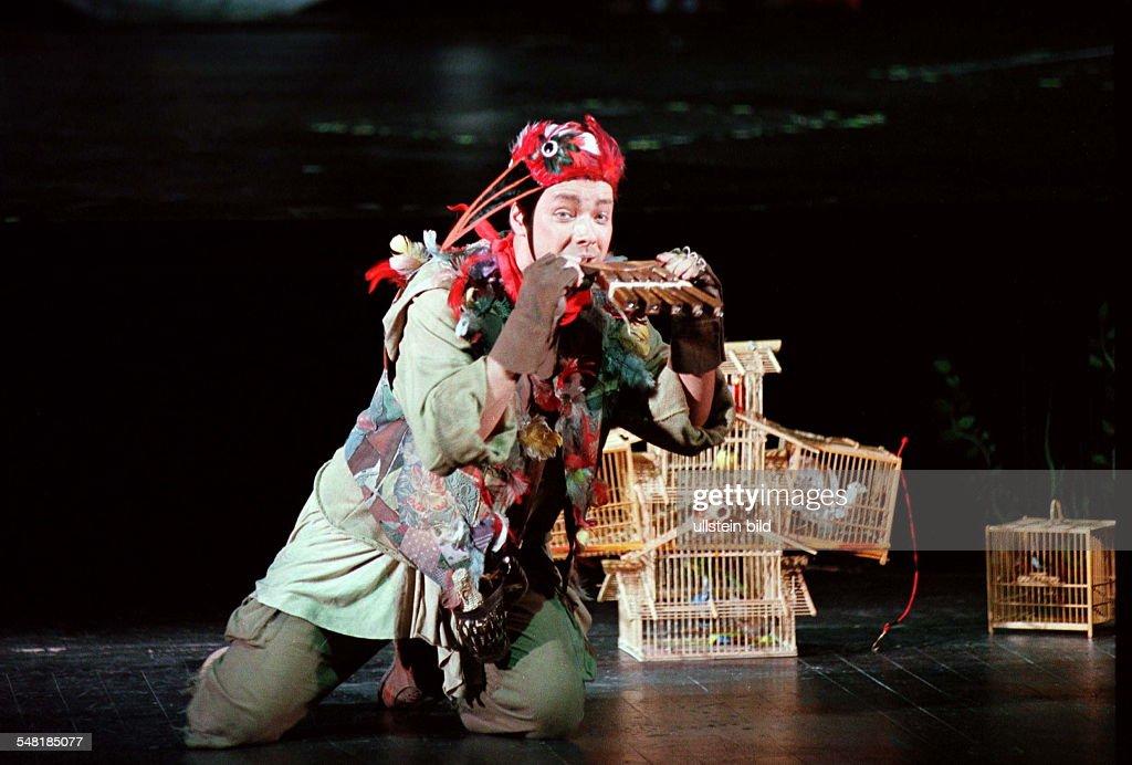 Klaus Haeger in 'Die Zauberflöte' von Wolfgang Amadeus Mozart R Harry Kupfer Komische Oper Berlin Premiere