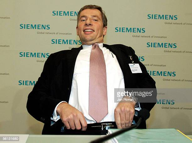 Klaus Kleinfeld CEO of Siemens attends the annual press conference of Siemens on November 10 2005 in Munich Germany The group profit dropped from...