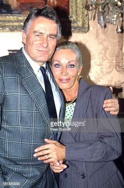 Klaus Wildbolz mit Ehefrau Barbara 6teilige SAT1KrimiSpielshow 'Cluedo Das mörderische Spiel' Schloss Leonberg Deutschland 6111992 Schauspieler