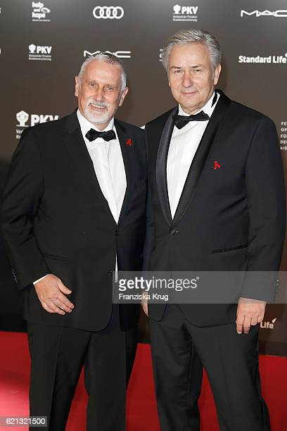 Klaus Wowereit and his husband Joern Kubicki arrive at the 23rd Opera Gala at Deutsche Oper Berlin on November 5 2016 in Berlin Germany
