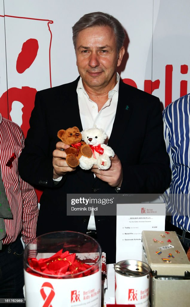 <a gi-track='captionPersonalityLinkClicked' href=/galleries/search?phrase=Klaus+Wowereit&family=editorial&specificpeople=213527 ng-click='$event.stopPropagation()'>Klaus Wowereit</a> attends the Teddy Award during the 63rd Berlinale International Film Festival at Station Berlin on February 15, 2013 in Berlin, Germany.
