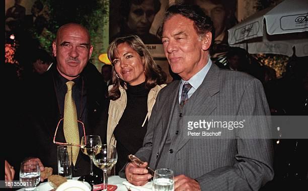 Klausjürgen Wussow Ehefrau Yvonne Wussow Otto WRetzer Gala zum 40 Geburtstag der Plattenfirma 'Ariola' München Deutschland Party Glas Wasser Wein...