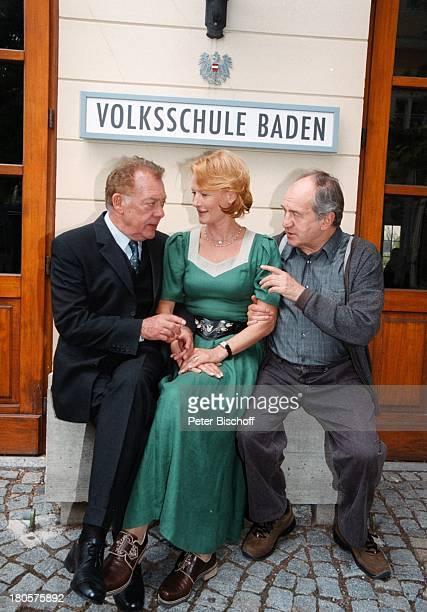 Klausjürgen Wussow Suzanne von BorsodyOtto Schenk 'Zwei unter einemDach' Baden/bei Wien sterreichSchulhaus Schule Schild 'VolksschuleBaden'...