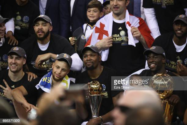 Klay Thompson JaVale McGee Stephen Curry Kevin Durant with the Bill Russell NBA Finals Most Valuable Player Award and Draymond Green of the Golden...
