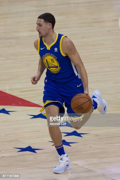 Klay Thompson of the Golden State Warriors drives to the basket against the Philadelphia 76ers at the Wells Fargo Center on November 18 2017 in...