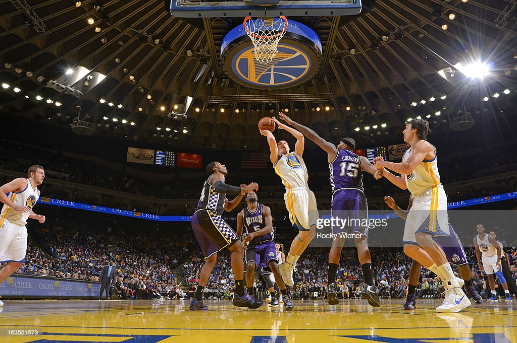 <a gi-track='captionPersonalityLinkClicked' href=/galleries/search?phrase=Klay+Thompson&family=editorial&specificpeople=5132325 ng-click='$event.stopPropagation()'>Klay Thompson</a> #11 of the Golden State Warriors shoots against <a gi-track='captionPersonalityLinkClicked' href=/galleries/search?phrase=DeMarcus+Cousins&family=editorial&specificpeople=5792008 ng-click='$event.stopPropagation()'>DeMarcus Cousins</a> #15 of the Sacramento Kings on March 6, 2013 at Oracle Arena in Oakland, California.