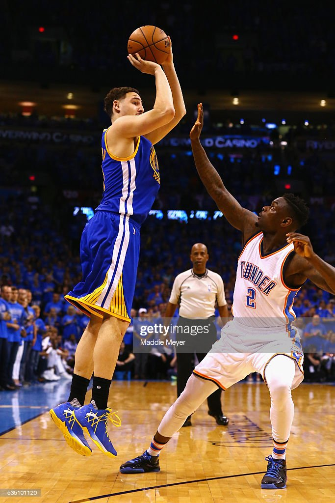 <a gi-track='captionPersonalityLinkClicked' href=/galleries/search?phrase=Klay+Thompson&family=editorial&specificpeople=5132325 ng-click='$event.stopPropagation()'>Klay Thompson</a> #11 of the Golden State Warriors shoots the ball against <a gi-track='captionPersonalityLinkClicked' href=/galleries/search?phrase=Anthony+Morrow&family=editorial&specificpeople=814354 ng-click='$event.stopPropagation()'>Anthony Morrow</a> #2 of the Oklahoma City Thunder during the second half in game six of the Western Conference Finals during the 2016 NBA Playoffs at Chesapeake Energy Arena on May 28, 2016 in Oklahoma City, Oklahoma.