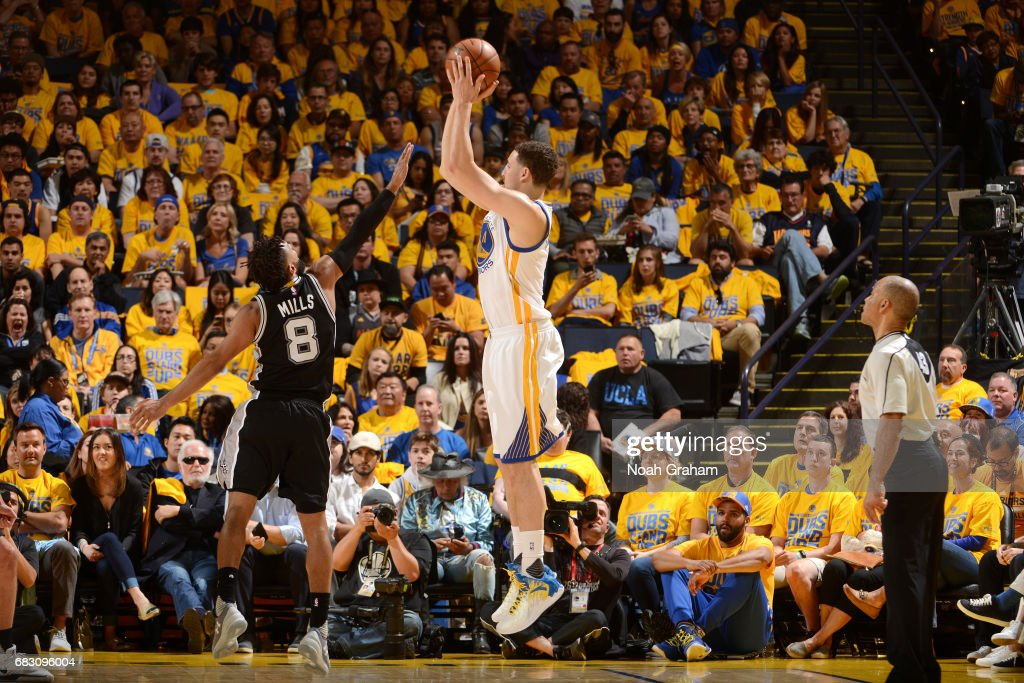 San Antonio Spurs v Golden State Warriors - Game One : News Photo