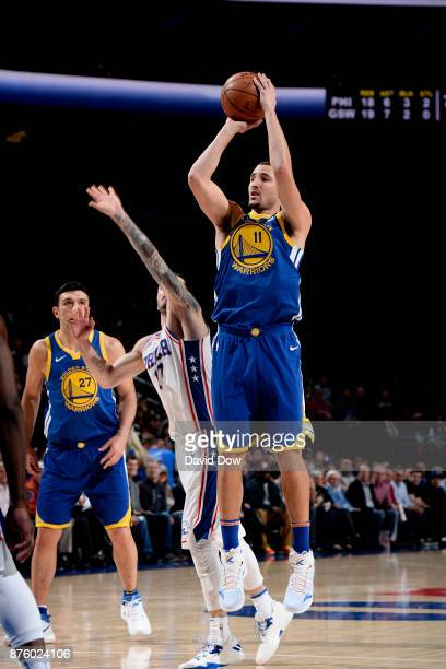 Klay Thompson of the Golden State Warriors shoots the ball during the game against the Philadelphia 76ers on November 18 2017 at the Wells Fargo...