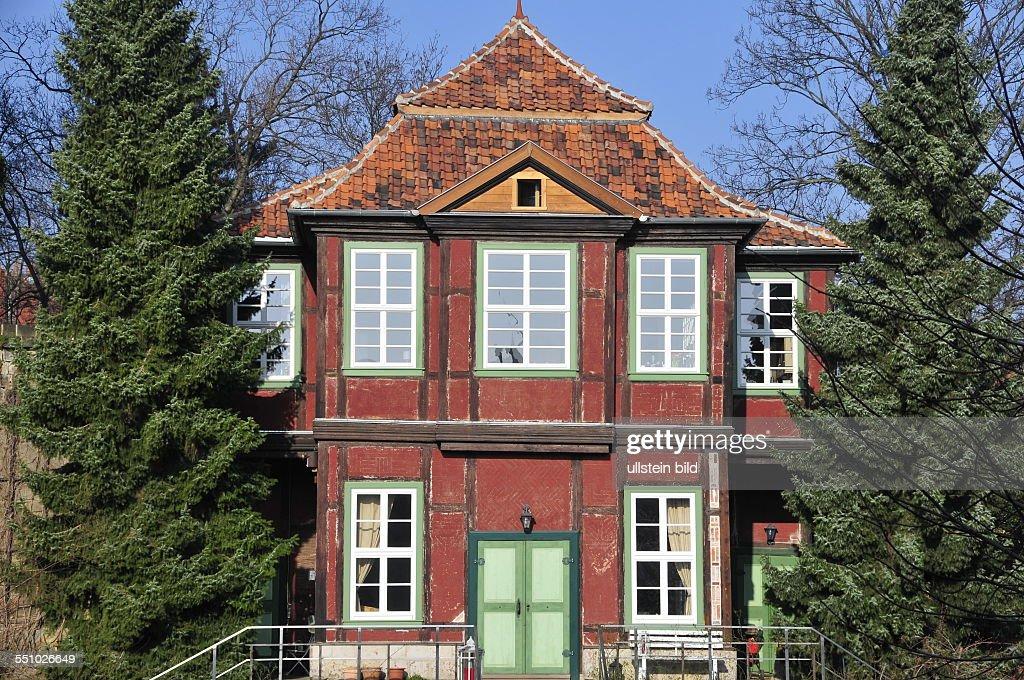 Kleines Renovierungsbedürftiges Gartenhaus Neben Der Villa Lindenbein In  Der Wallstraße Aufgenommen In Quedlinburg Am 14 März