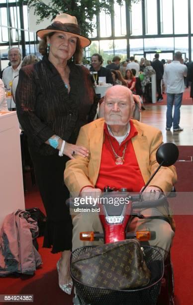 Klingbeil Ulla CharityLady D mit Ehemann Karsten im Hotel Estrel in Berlin vor der ABBA Show