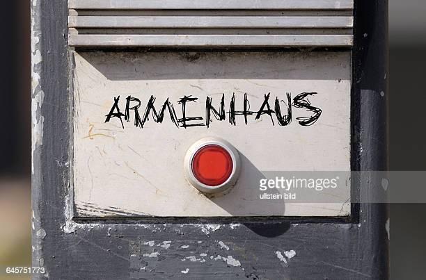 Klingel klingeln Klingelknopf Klingelknˆpfe rot rote roter Schriftzug Schriftz¸ge Armenhaus Armenh‰user Armut arm Armenasyl sozialer Abstieg...