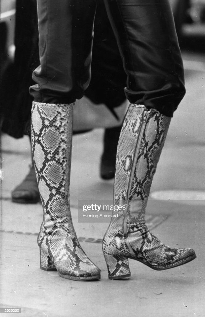 Kneelength fashion boots in a patterned design legs only visible