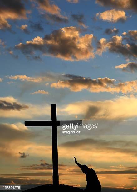 Am Kreuz Kniend