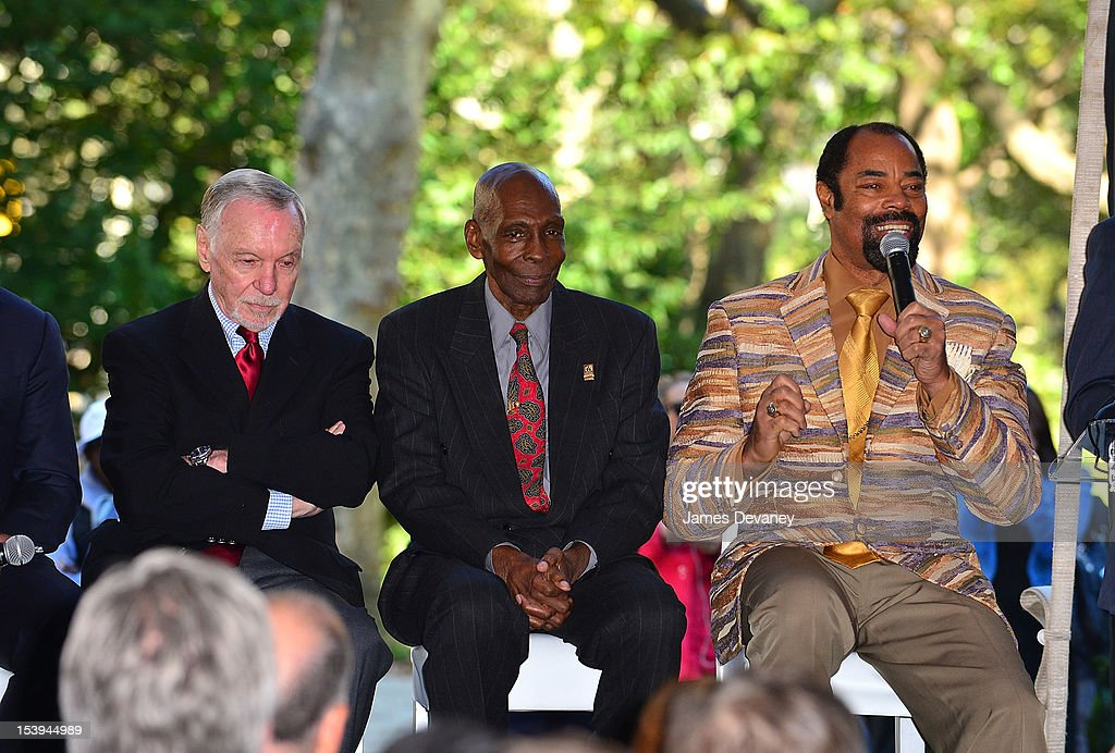 NY Knicks Legend <a gi-track='captionPersonalityLinkClicked' href=/galleries/search?phrase=Walt+Frazier&family=editorial&specificpeople=211195 ng-click='$event.stopPropagation()'>Walt Frazier</a> (R) attends Madison Square Garden's 'Garden 366' And 'Defining Moments' Exhibition Openings at Madison Square Park on October 11, 2012 in New York City.