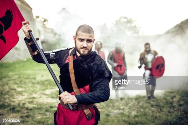 Ritter, laufen durch den Nebel in der Schlacht