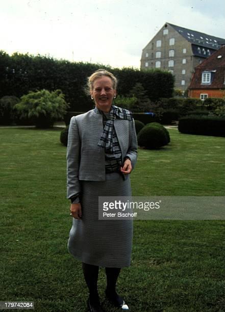 Königin Margrethe II von Dänemark im Garten von Schloß Amalienborg Dänisches Königshaus Promis Prominente Prominenter