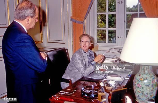 Königin Margrethe II von Dänemark ProtokollChef ARDReihe 'Europäische Königshäuser' Kopenhagen Dänemark Europa 'Schloß Amalienborg' Arbeitszimmer...