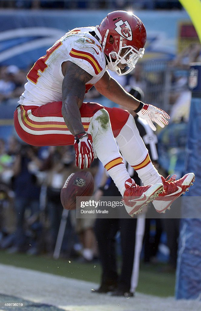 <a gi-track='captionPersonalityLinkClicked' href=/galleries/search?phrase=Knile+Davis&family=editorial&specificpeople=6475514 ng-click='$event.stopPropagation()'>Knile Davis</a> #34 of the Kansas City Chiefs celebrates after scoring a touchdown against the San Diego Chargers during their game on December 29, 2013 at Qualcomm Stadium in San Diego, California.