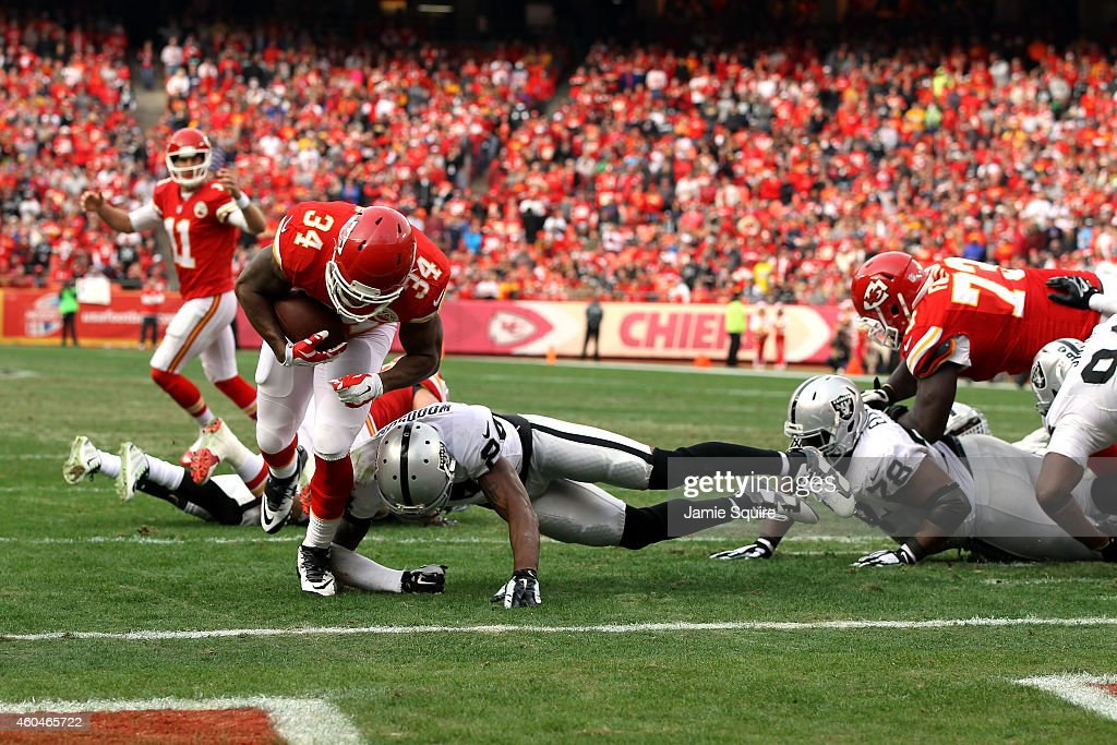 <a gi-track='captionPersonalityLinkClicked' href=/galleries/search?phrase=Knile+Davis&family=editorial&specificpeople=6475514 ng-click='$event.stopPropagation()'>Knile Davis</a> #34 of the Kansas City Chiefs dives into the endzone for a touchdown against the Oakland Raiders in the third quarter at Arrowhead Stadium on December 14, 2014 in Kansas City, Missouri.