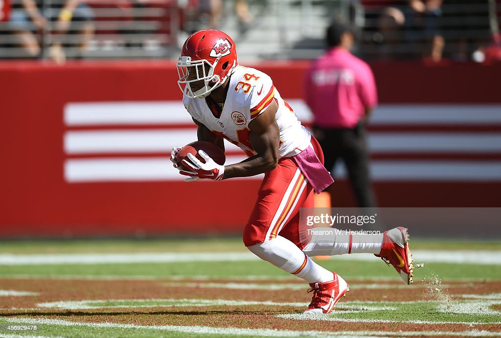 <a gi-track='captionPersonalityLinkClicked' href=/galleries/search?phrase=Knile+Davis&family=editorial&specificpeople=6475514 ng-click='$event.stopPropagation()'>Knile Davis</a> #34 of the Kansas City Chiefs returns the opening kickoff against the San Francisco 49ers during the first quarter at Levi's Stadium on October 5, 2014 in Santa Clara, California.