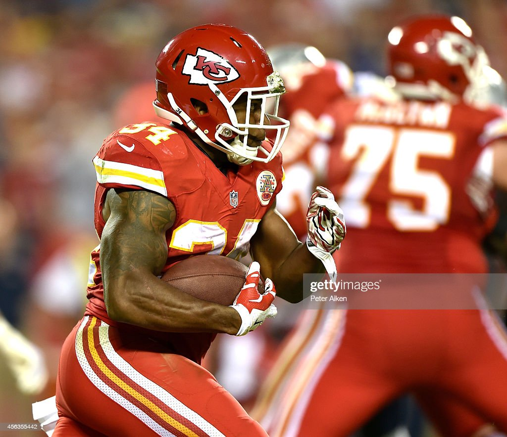 <a gi-track='captionPersonalityLinkClicked' href=/galleries/search?phrase=Knile+Davis&family=editorial&specificpeople=6475514 ng-click='$event.stopPropagation()'>Knile Davis</a> #34 of the Kansas City Chiefs runs the ball against the New England Patriots during the first half at Arrowhead Stadium on September 29, 2014 in Kansas City, Missouri.