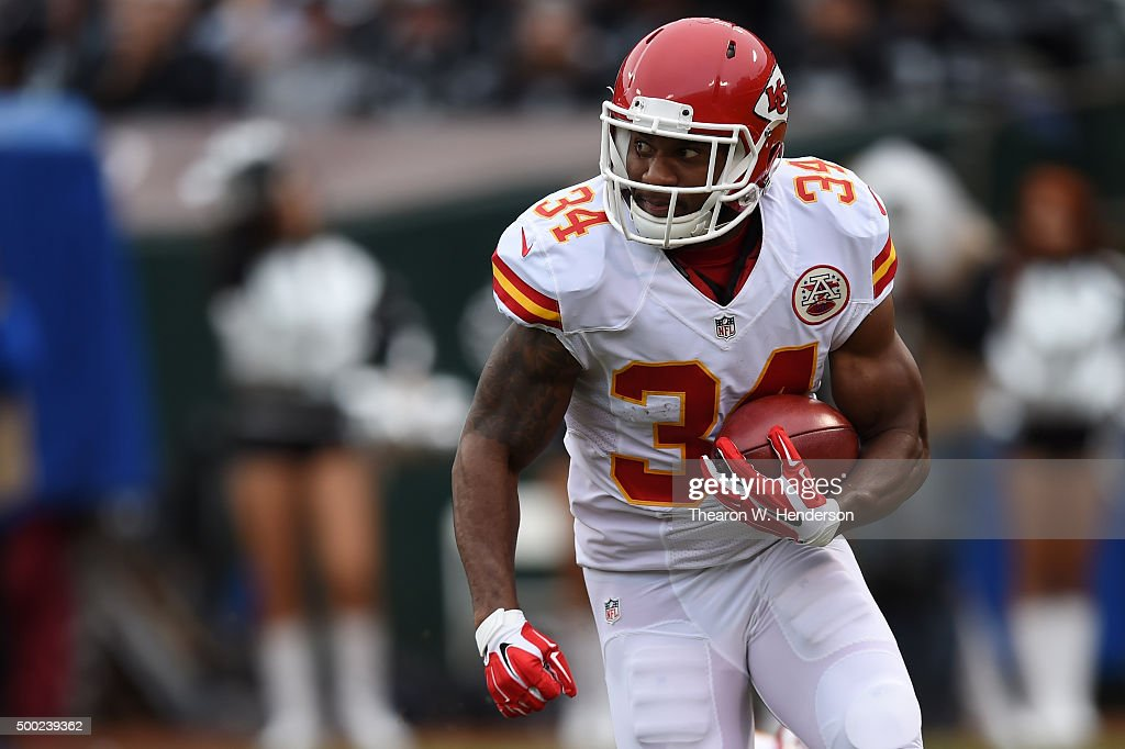 <a gi-track='captionPersonalityLinkClicked' href=/galleries/search?phrase=Knile+Davis&family=editorial&specificpeople=6475514 ng-click='$event.stopPropagation()'>Knile Davis</a> #34 of the Kansas City Chiefs rushes with the ball against the Oakland Raiders during their NFL game at O.co Coliseum on December 6, 2015 in Oakland, California.