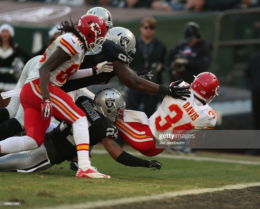 <a gi-track='captionPersonalityLinkClicked' href=/galleries/search?phrase=Knile+Davis&family=editorial&specificpeople=6475514 ng-click='$event.stopPropagation()'>Knile Davis</a> #34 of the Kansas City Chiefs scores a touchdown against the Oakland Raiders at O.co Coliseum on December 15, 2013 in Oakland, California.