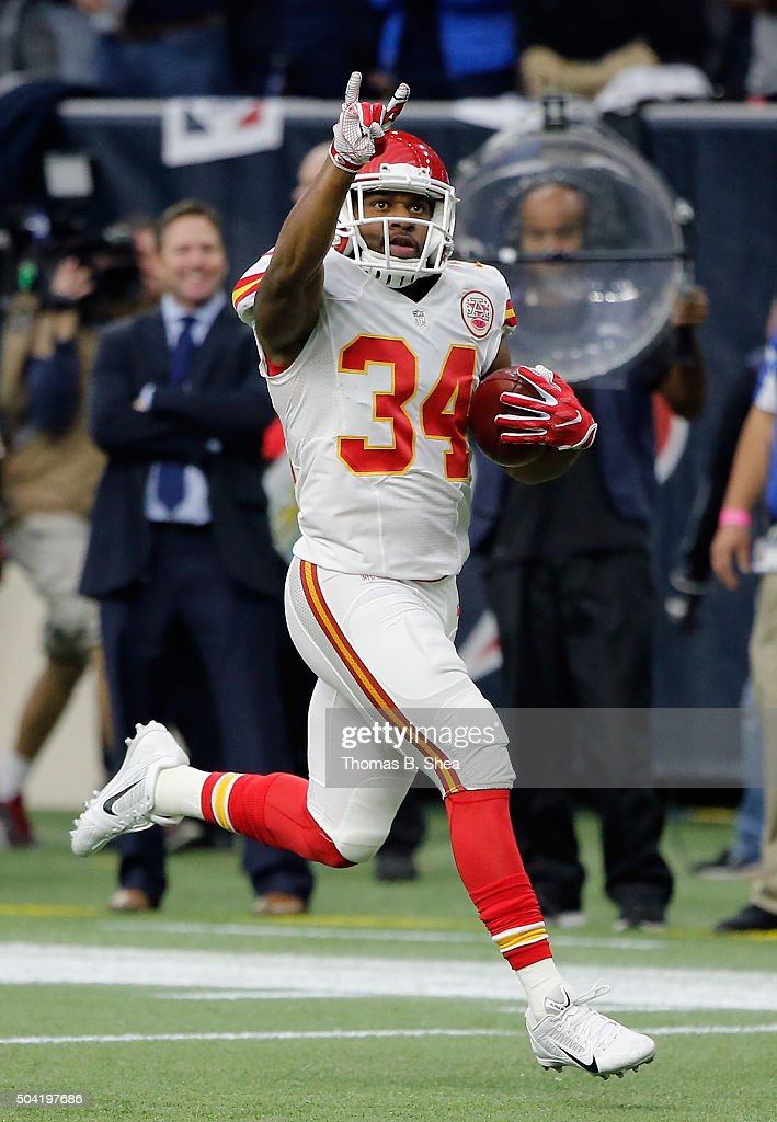 <a gi-track='captionPersonalityLinkClicked' href=/galleries/search?phrase=Knile+Davis&family=editorial&specificpeople=6475514 ng-click='$event.stopPropagation()'>Knile Davis</a> #34 of the Kansas City Chiefs with a 106-yard kickoff return for a touchdown against the Houston Texans during the first quarter of the AFC Wild Card Playoff game at NRG Stadium on January 9, 2016 in Houston, Texas.