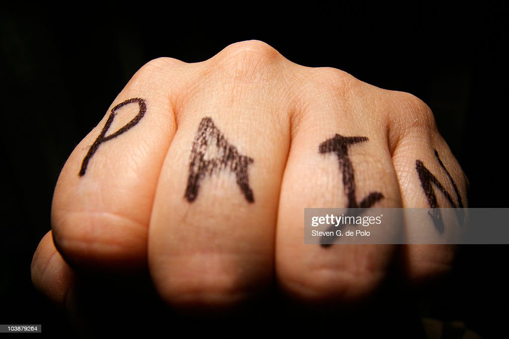 PAIN Knuckle Tattoo : Photo