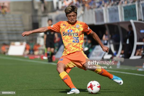 Ko Matsubara of Shimizu SPulse in action during the JLeague J1 match between Shimizu SPulse and Yokohama FMarinos at IAI Stadium Nihondaira on May 27...