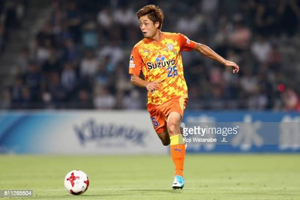 Ko Matsubara of Shimizu SPulse in action during the JLeague J1 match between Shimizu SPulse and Gamba Osaka at IAI Stadium Nihondaira on July 8 2017...
