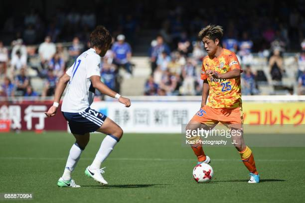Ko Matsubara of Shimizu SPulse takes on Ken Matsubara of Yokohama FMarinos during the JLeague J1 match between Shimizu SPulse and Yokohama FMarinos...