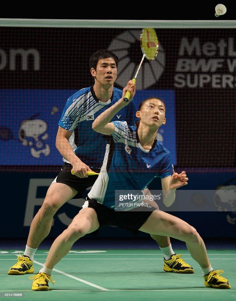 Ko Sung Hyun L and Kim Ha Na R of South Korea hit a return to