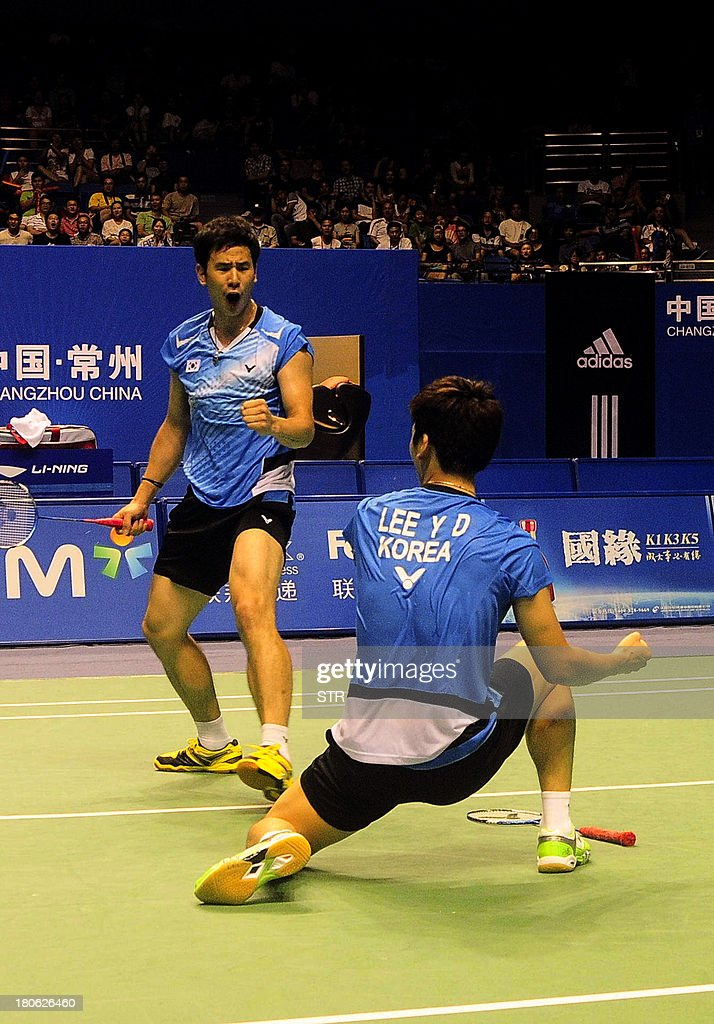 Ko Sung Hyun (L) and Lee Yong Dae of South Korea celebrate after beating Hiroyuki Endo and Kenichi Hayakawa of Japan in the men's doubles final match of the 2013 China Masters in Changzhou, east China's Jiangsu province on September 15, 2013. Ko and Lee won 25-23, 21-19. CHINA
