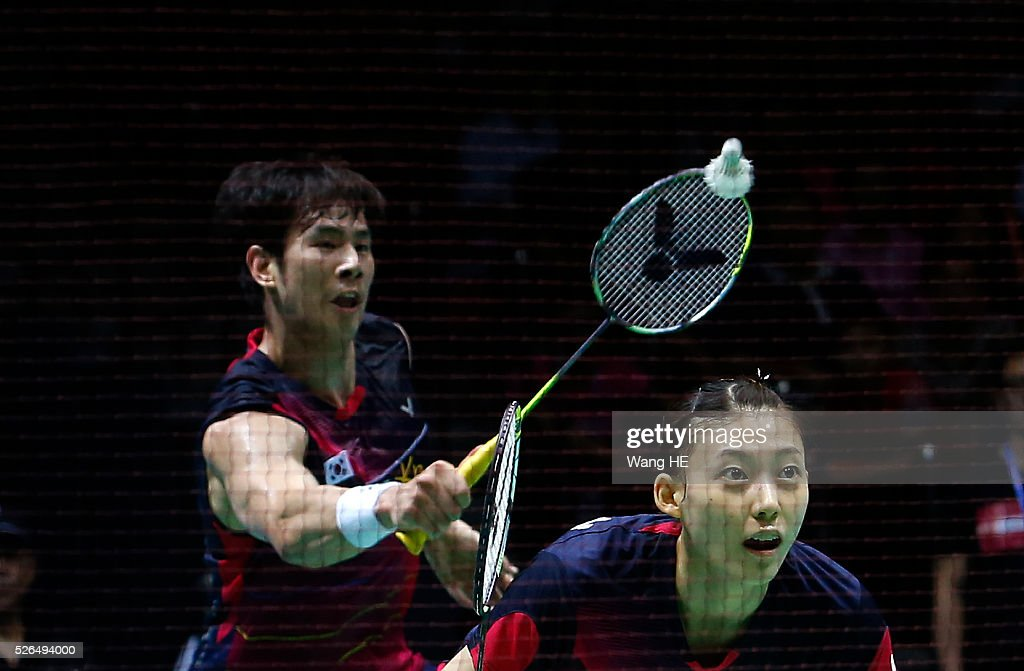 Ko Sung Hyun of Korea hits a return next to him partner Kim Ha Na during their mixed doubles semi-final match against Zhang Nan and Zhao Yunlei of China at the 2016 Badminton Asia Championships, in Wuhan, Hubei province, China, April 26, 2016.
