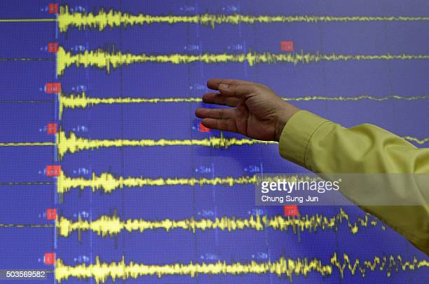 Ko Yunhwa The Korea Meteorological Administration Administrator briefs seismic waves that were measured in South Korean cities at the Korea...