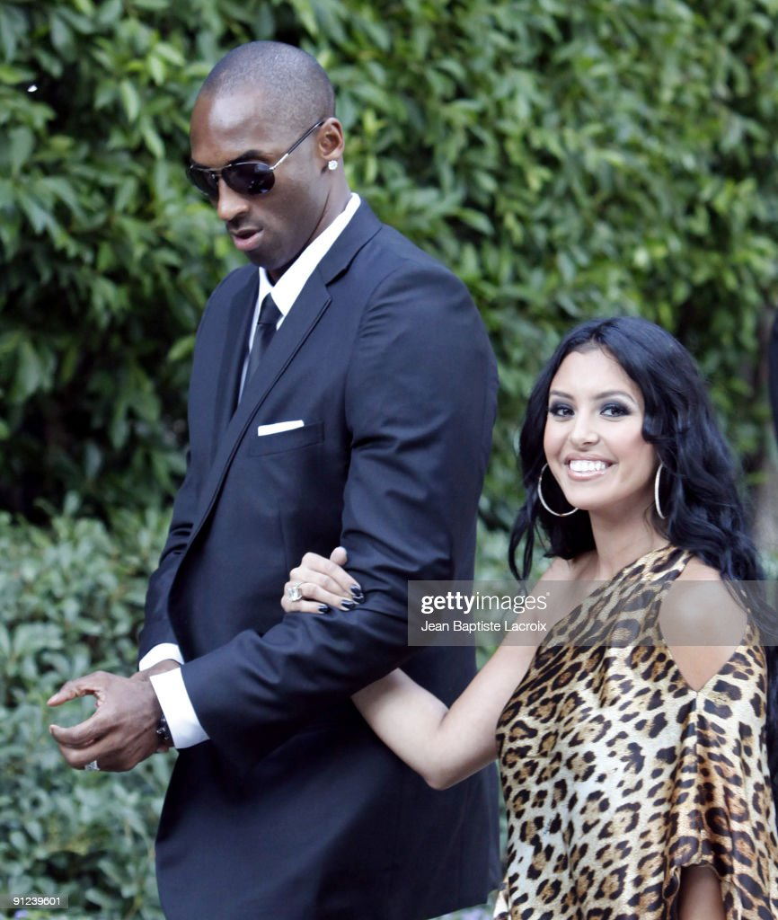 Kobe Bryant and Vanessa Bryant attend the wedding of Khloe Kardashian and LA Lakers forward Lamar Odom at the Bel Air estate of music mogul Irving...