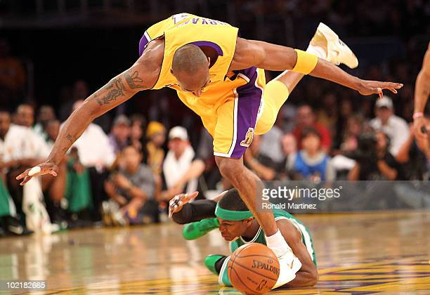 Kobe Bryant of the Los Angeles Lakers and Rajon Rondo of the Boston Celtics battle for a loose ball in the first quarter of Game Seven of the 2010...