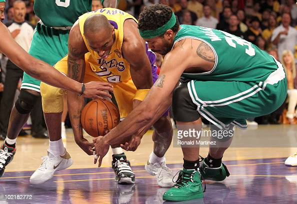 Kobe Bryant of the Los Angeles Lakers and Rasheed Wallace of the Boston Celtics battle for the ball in the first quarter of Game Seven of the 2010...