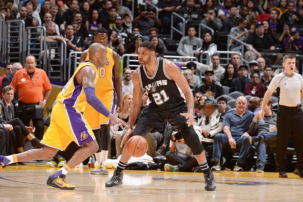 San Antonio Spurs v Los Angeles Lakers : News Photo