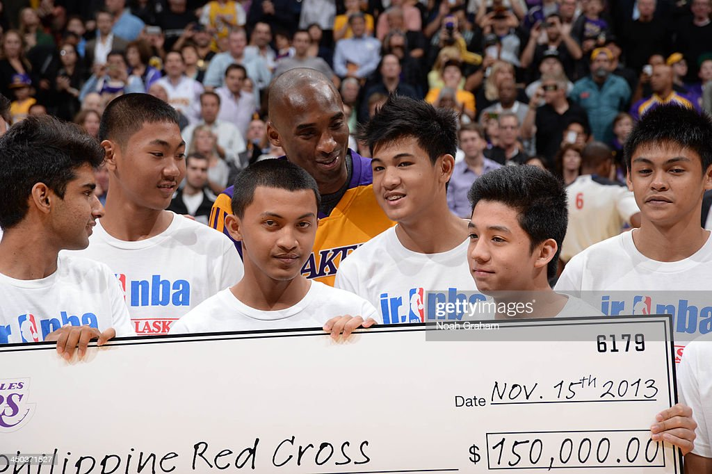 <a gi-track='captionPersonalityLinkClicked' href=/galleries/search?phrase=Kobe+Bryant&family=editorial&specificpeople=201466 ng-click='$event.stopPropagation()'>Kobe Bryant</a> #24 of the Los Angeles Lakers helps present a check from the Los Angeles Lakers to the Phillipine Red Cross at Staples Center on November 15, 2013 in Los Angeles, California.