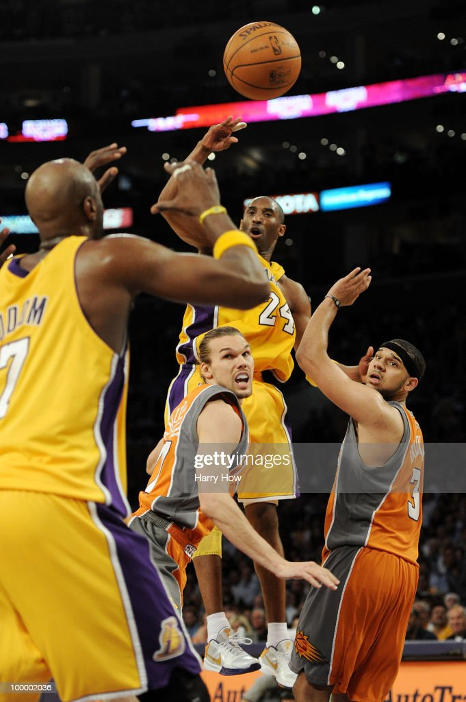 Kobe Bryant #24 of the Los Angeles Lakers passes the ball to teammate Lamar Odom #7 in the fourth quarter against the Phoenix Suns in Game Two of the Western Conference Finals during the 2010 NBA Playoffs at Staples Center on May 19, 2010 in Los Angeles, California.