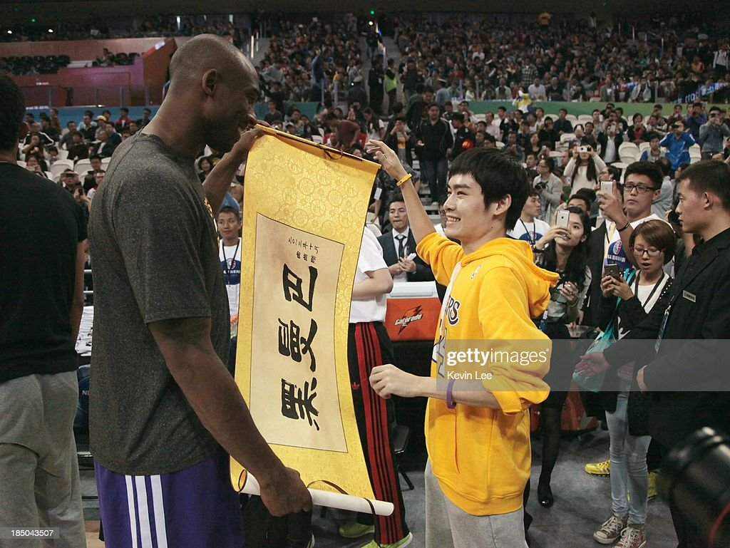 <a gi-track='captionPersonalityLinkClicked' href=/galleries/search?phrase=Kobe+Bryant&family=editorial&specificpeople=201466 ng-click='$event.stopPropagation()'>Kobe Bryant</a> of the Los Angeles Lakers receives a souvenir from a fan at NBA Fans Appreciation day on October 17, 2013 in Shanghai, China.