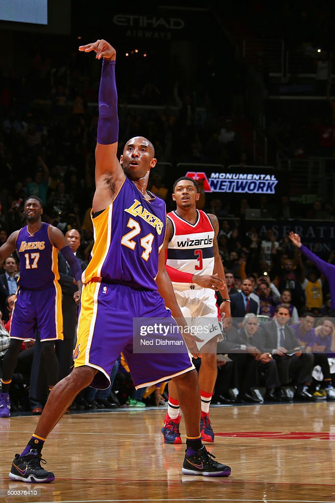 Kobe Bryant #24 of the Los Angeles Lakers shoots against the Washington Wizards during the game on December 2, 2015 at Verizon Center in Washington, DC.