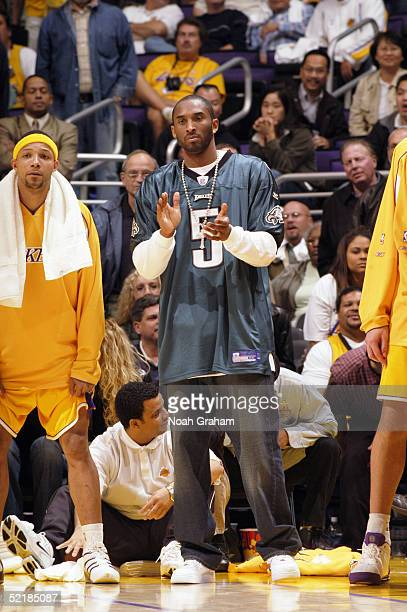 dd7ce1bbfeb ... Kobe Bryant of the Los Angeles Lakers wears quarterback Donovan McNabbs Philadelphia  Eagles jersey during the Vick said that when ...