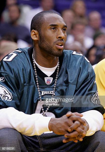 69b53a62252 ... Kobe Bryant wears a Philadelphia Eagles jersey at the game between the  Los Angeles Lakers and ...