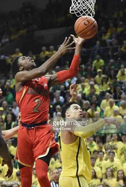 Kobi Simmons of the Arizona Wildcats drives to the basket on Dillon Brooks of the Oregon Ducks during the second half of the game at Matthew Knight...