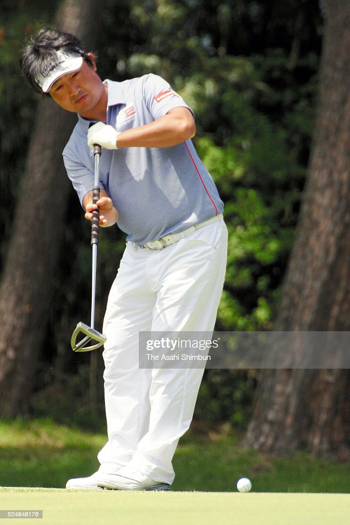 <a gi-track='captionPersonalityLinkClicked' href=/galleries/search?phrase=Kodai+Ichihara&family=editorial&specificpeople=6474254 ng-click='$event.stopPropagation()'>Kodai Ichihara</a> of Japan attempts a putt during second round of the Panasonic Open at the Chiba Country Club Umesato Course on April 22, 2016 in Noda, Chiba, Japan.