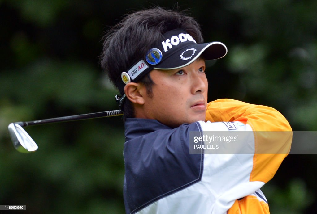 <a gi-track='captionPersonalityLinkClicked' href=/galleries/search?phrase=Kodai+Ichihara&family=editorial&specificpeople=6474254 ng-click='$event.stopPropagation()'>Kodai Ichihara</a> of Japan watches his shot from the 1st tee during his first round on the opening day of the 2012 British Open Golf Championship at Royal Lytham & St Anne's in Lytham, north-west England, on July 19, 2012.